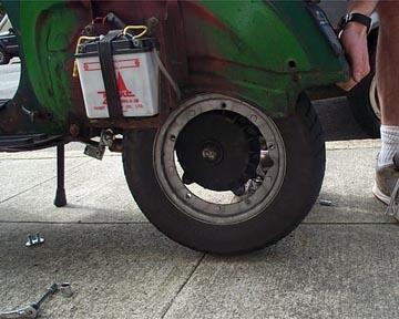 vespa px wheel change